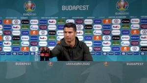 Cristiano Ronaldo muestra su desinterés por Coca-Cola