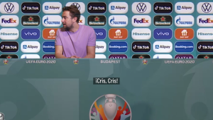 Parodian incidente de Cristiano y Pogba con botellas