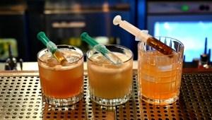 Bar croata sirve cócteles inspirados en las vacunas