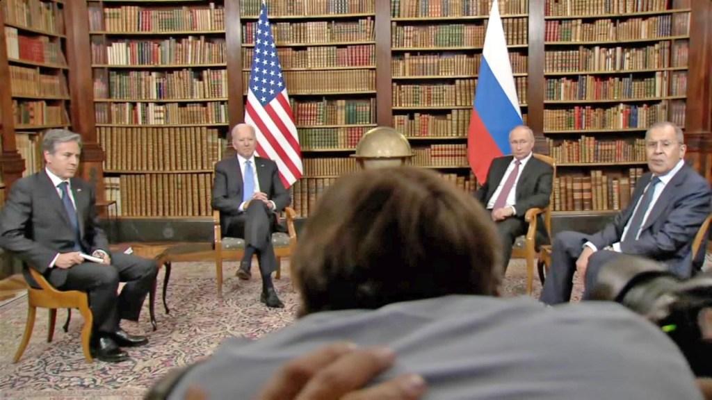 Mira el caos en la sesión de fotos de Biden y Putin