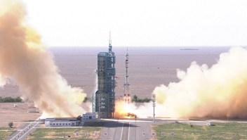 China envía primeros astronautas a nueva estación espacial