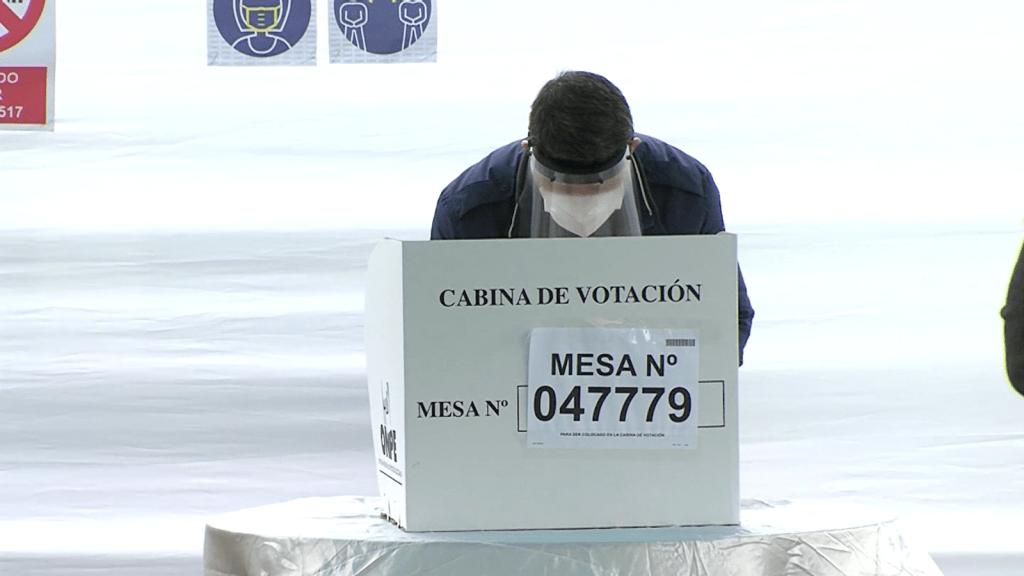 Perú, sin presidente electo pese a terminar escrutinio
