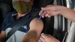 México acelera vacunación en mayores de 18 en la frontera