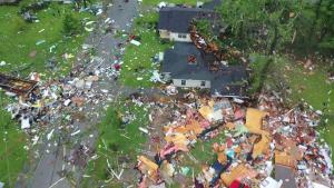 Alabama lidia con tornado y tormenta tropical Claudette