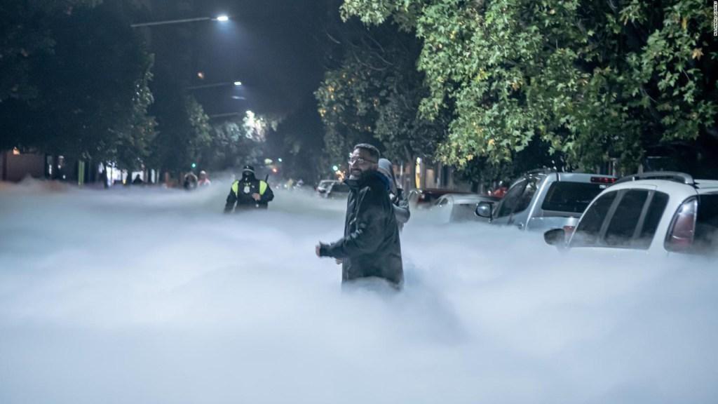 Un nuage blanc impressionnant couvre les rues de Tucumán