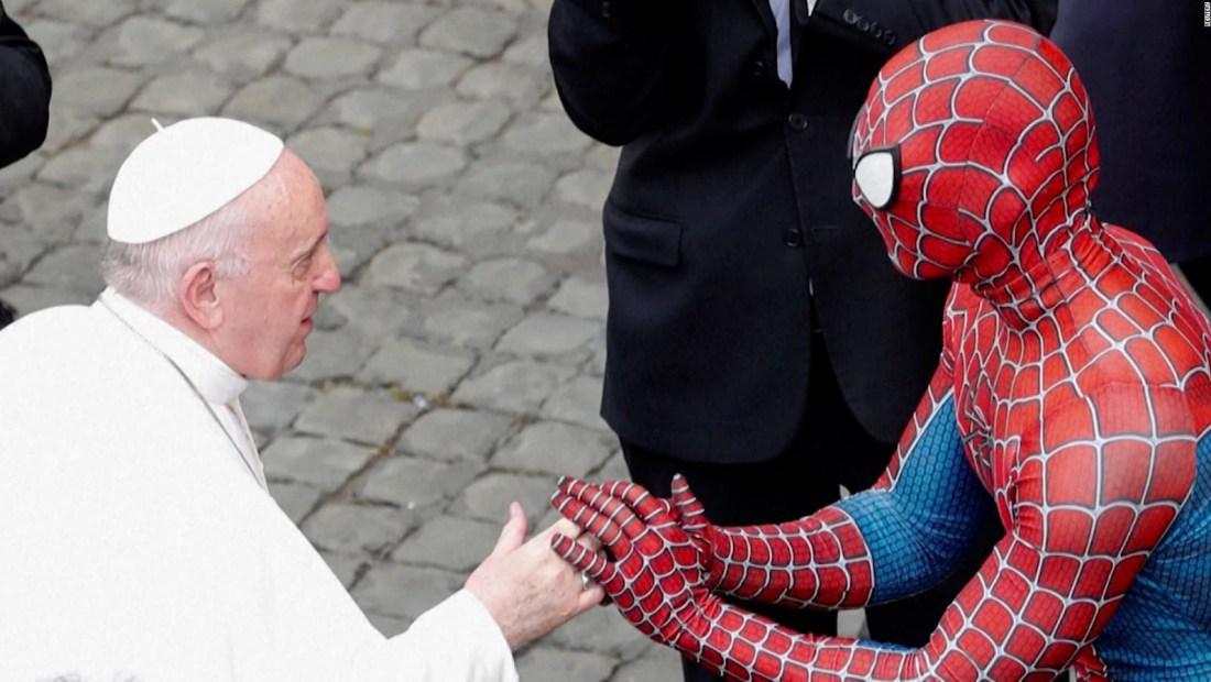 Así fue el curioso encuentro entre el papa y Spiderman