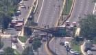 Colapsa puente peatonal en Washington