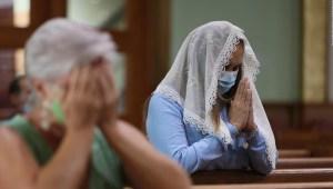Misa por las víctimas del colapso del edificio en Miami
