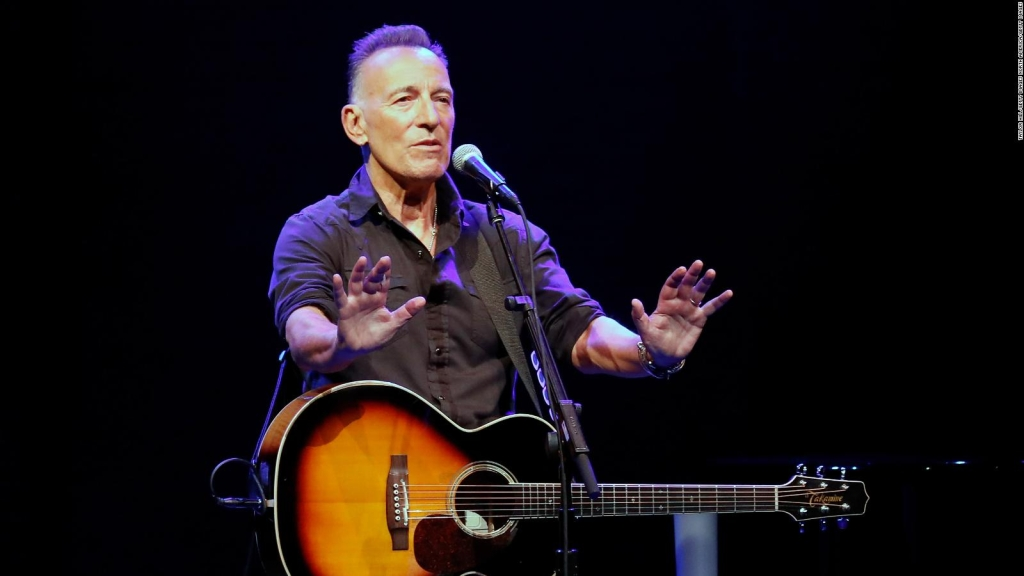 With full capacity, Springsteen reopens Broadway