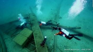 Remueven 76 toneladas de basura de playas griegas