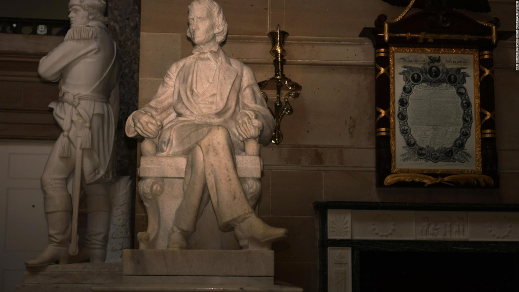 They approve to remove statues of confederates in the Capitol