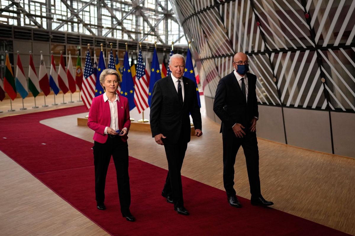 Biden junto a von der Leyen