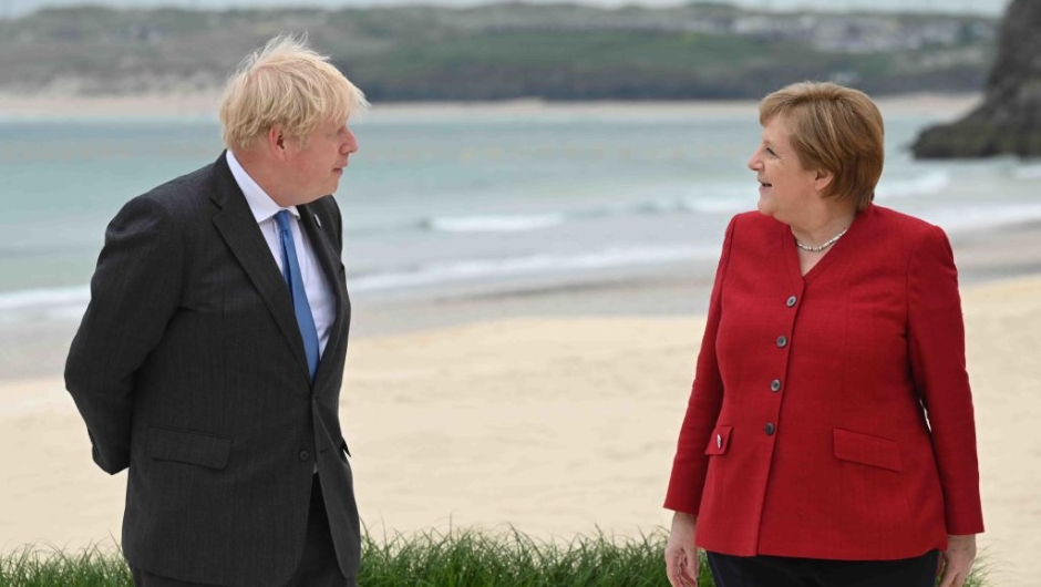 Johnson y Merkel en G7