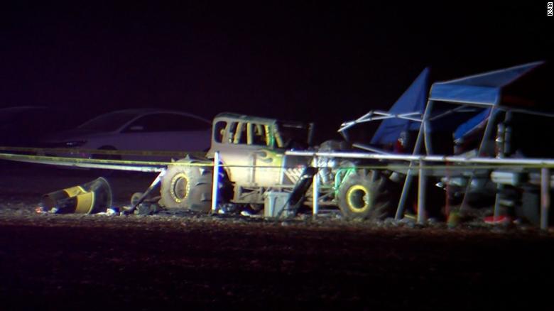 Al menos 8 personas fueron hospitalizadas después de que un automóvil se estrelló contra una multitud en una pista de carreras en Texas