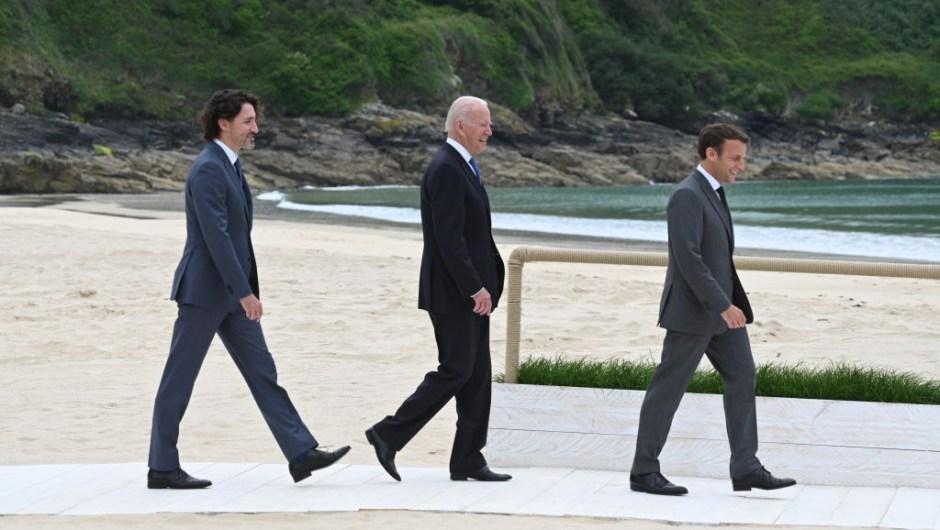 Trudeau, Biden y Macron, llegando a la Cumbre del G7.