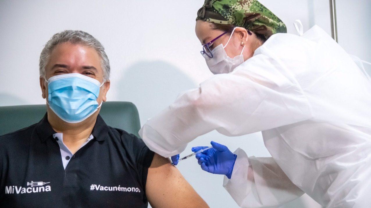 El presidente Iván Duque recibió su primera dosis de la vacuna contra el covid-19