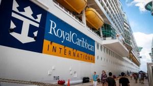 Royal Caribbean pospone su navegación inaugural después de que 8 miembros de la tripulación del barco dieran positivo por covid-19