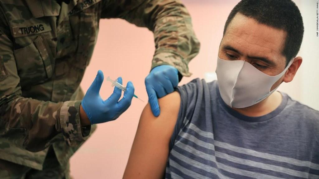 Es posible que algunos estudiantes tengan que usar máscaras para ir a la escuela este otoño si las comunidades no se vacunan, advierte Fauci