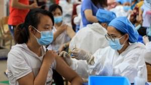 China está a punto de aplicar su vacuna número 1.000 millones contra el covid-19. Sí, lo leíste bien