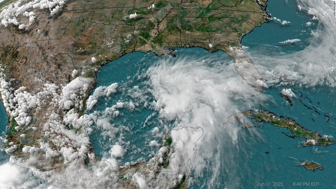 La costa del Golfo se prepara para posibles inundaciones, vientos fuertes y tornados, ya que millones están bajo advertencia de tormenta tropical