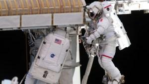 Astronautas panel solar Estación Espacial caminata