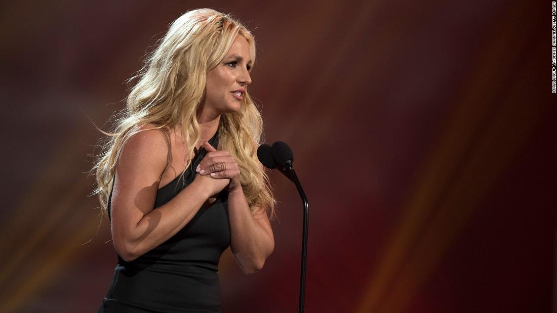 Brtiney Spears, in tears, lashes out at her father