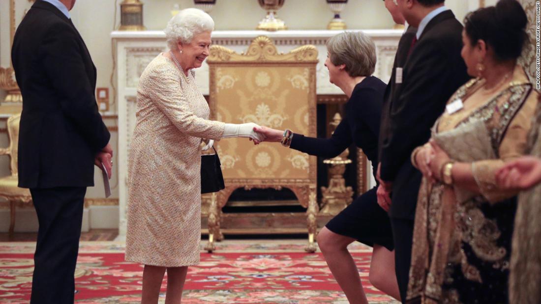 ANÁLISIS   Qué hacer (y qué no) cuando conoces a la reina Isabel