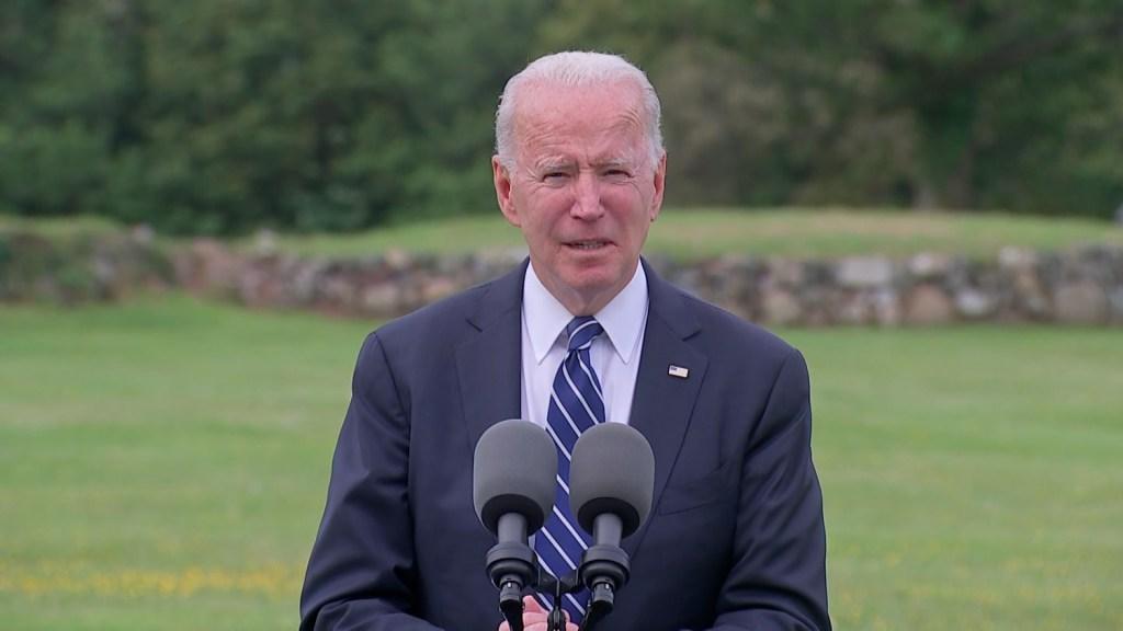 Biden dit que le plan de vaccination aide l'économie