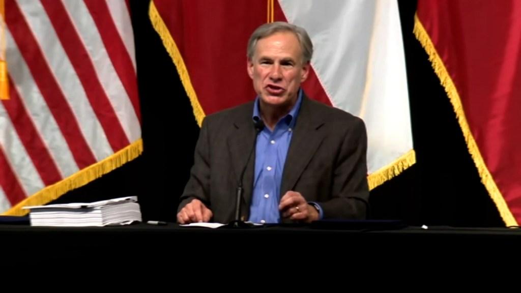 Gobernador de Texas busca detener a indocumentados