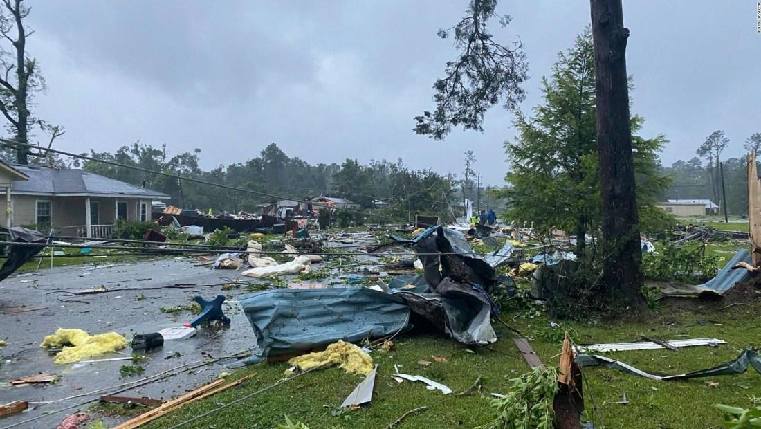 Imágenes aéreas muestran la destrucción que deja un tornado en Alabama: hay al menos 20 heridos