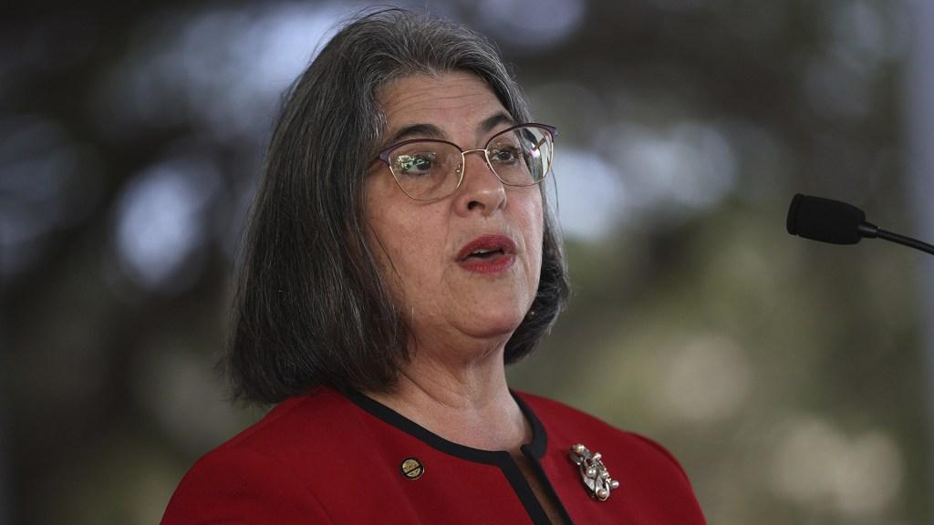 Alcaldesa de Miami-Dade dice que los incendios y el humo dificultan las tareas de rescate en escombros de edificio derrumbado