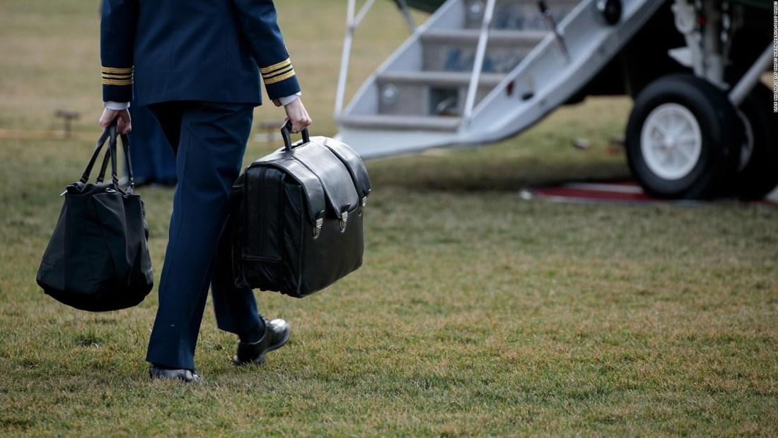 EE.UU. revisará la seguridad del maletín presidencial de emergencia