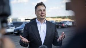 Elon Musk dice que es inversor y partidario del bitcoin