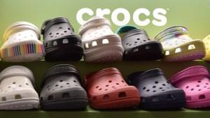 Crocs acusa varias compañías de copiar su icónico zapato