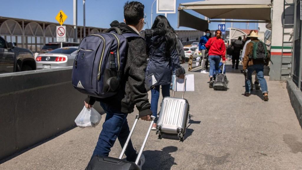 Turistas aún no pueden entrar por tierra a EE.UU.