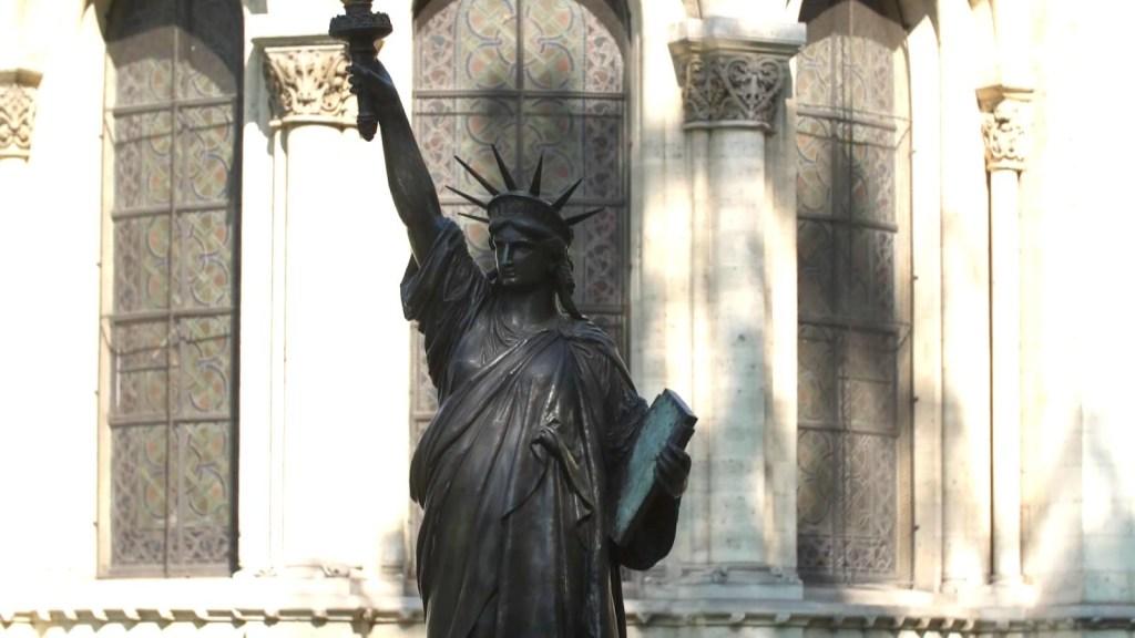 Francia obsequia segunda Estatua de la Libertad a EE.UU.