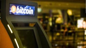 """Así funcionan los """"cajeros automáticos de bitcoin"""""""