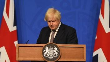 Reino Unido levantará restricciones pese a variante delta