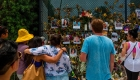 Sufre por no haber avisado a vecina del colapso en Miami