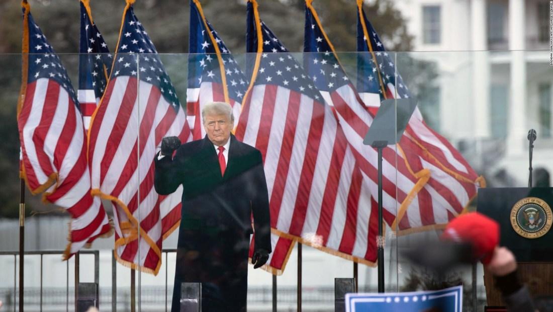 Ni siquiera Nixon fue más peligroso que Trump, dice abogado