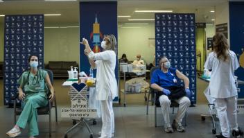 Israel reporta menor protección de vacuna contra covid-19