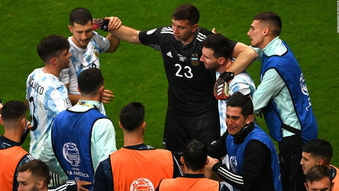 Exárbitro argentino critica actuar de la albiceleste