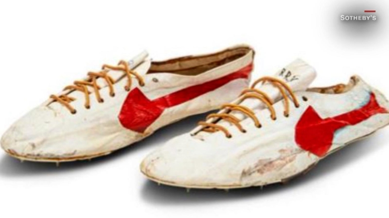 Subastan zapatillas Nike por más de US$ 1 millón