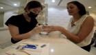 Manicura con microchips en Dubai