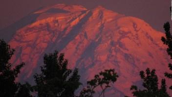 Washington: Deshielo en 3 volcanes por el calor