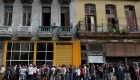Vida en Cuba, con filas de hasta una semana para compras
