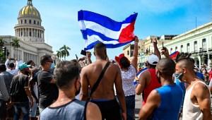 Cuba pide libertad y se levanta contra el régimen