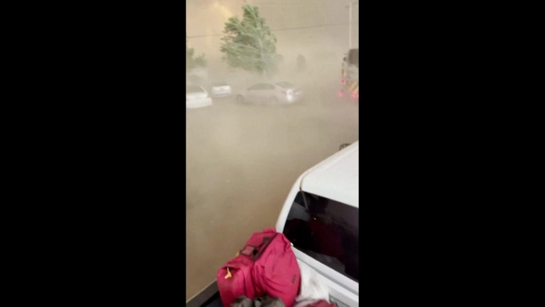 Escaparon de un impresionante tornado de fuego