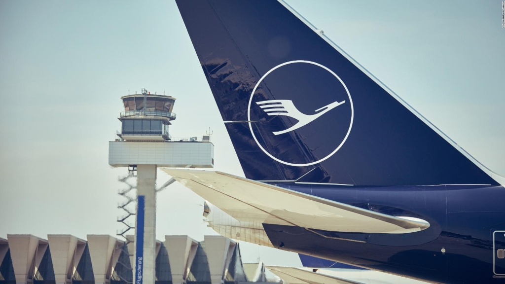 Lufthansa adoptará un lenguaje neutro para saludar a sus pasajeros