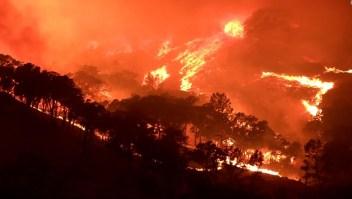 Evacuan a todo un pueblo por los incendios forestales